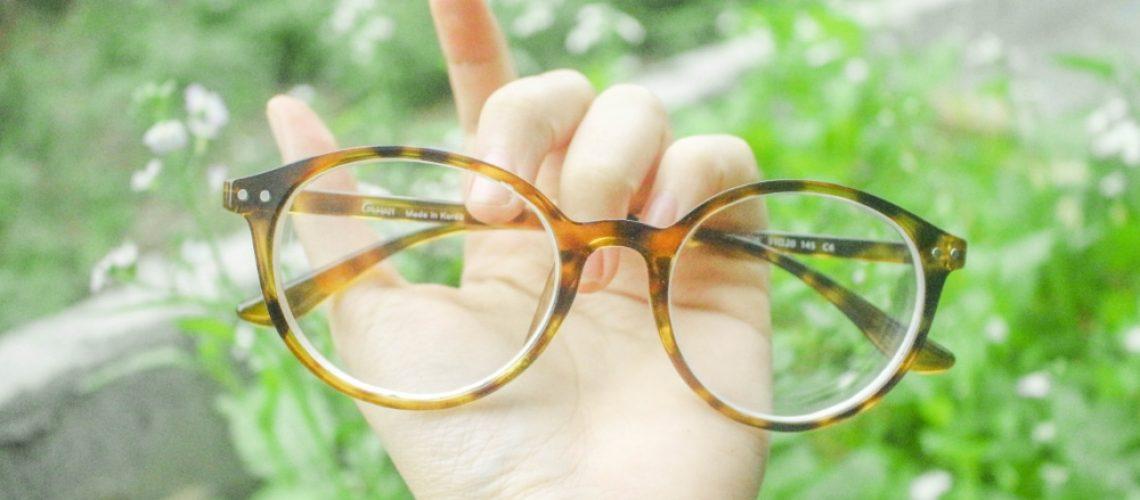 Glasses Hand